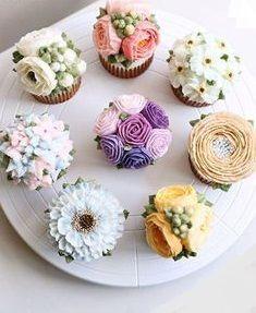 Pretty Cakes, Cute Cakes, Beautiful Cakes, Amazing Cakes, Flores Buttercream, Buttercream Cupcakes, Mocha Cupcakes, Velvet Cupcakes, Vanilla Cupcakes