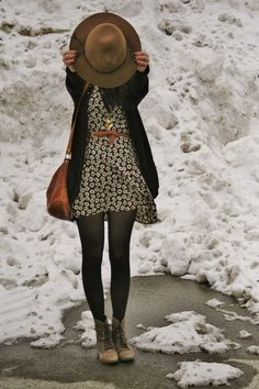 Rags and Roses: Outfit: Flowers in the Snow – Nederland mode Mode Outfits, Casual Outfits, Fashion Outfits, Womens Fashion, Skirt Outfits, Fall Winter Outfits, Autumn Winter Fashion, Dress Winter, Winter Tights
