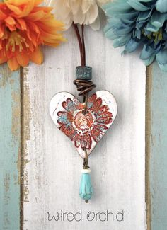 If you've ever considered making your own jewelry, you can learn all you can on this beautiful art by buying jewelry making books. Polymer Clay Kunst, Polymer Clay Pendant, Polymer Clay Crafts, Polymer Clay Jewelry, Metal Clay Jewelry, Ceramic Jewelry, Ceramic Beads, Homemade Clay, Clay Ornaments