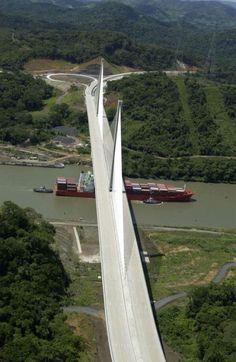 Puente Centenario sobre el canal de Panama.