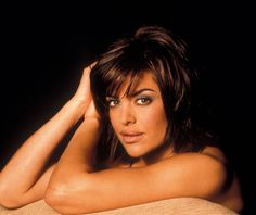 Lisa Rinna from Real Housewives of Beverly Hills beauty secrets! Her signature hairstyle, Lisa Rinna's lips expalined, her favorite lipstick and more. Glam Makeup, Beauty Makeup, Hair Beauty, Lisa Rinna Wig, Lisa Rinna Husband, Celebrity Hairstyles, Diy Hairstyles, Dying Hair At Home, Ombre Hair