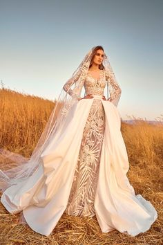 "NYBFW heaven continues with the Zuhair Murad ""Mariage"" Fall 2020 Bridal Collection. Like, you can tell these gowns are a pretty Zuhair Murad Mariage, Zuhair Murad Bridal, Wedding Dress Trends, Wedding Gowns, Lace Wedding, Column Dress, Bridal Fashion Week, Mannequins, Bridal Collection"
