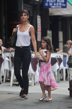 Katie Holmes and Suri Cruise Take Mommy-and-Me Style to Chic New Heights – Vogue