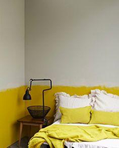 déco chambre adulte peinture couleur lin et soubassement jaune