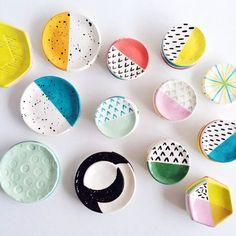 Inspirez-vous de ces jolies assiettes et faites de même avec les peintures #Porcelaine150 de #Pébéo !