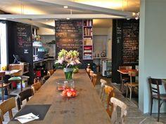 Belle de Jour is een no-nonsense bistro in het centrum van Oostende. Els Vanbiervliet startte haar open en eerlijke keuken in 2013 met de missie om mensen rond koken en eten bij mekaar te brengen rond de grote centrale tafel. Er is geen vaste kaart. Alle gerechten staan op een krijtbord en elke dag 1 vegan en 1 veggie menu