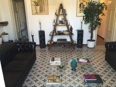 Appartement à Palerme, Italie. HALF APARTMENT  you will have at your disposal...with private bathroom, bedroom and lounge. Two balconies at your disposal. Not just a room but a SUITE with all the comfort and privacy you desire! Kitchen! The light, the details, the sophisticatio...