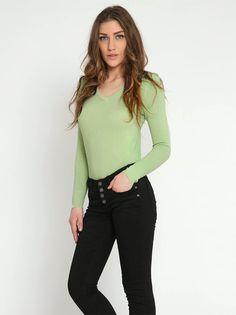 Μπλούζα με V-λαιμόκοψη - 6,99 € - http://www.ilovesales.gr/shop/blouza-me-v-lemokopsi-24/