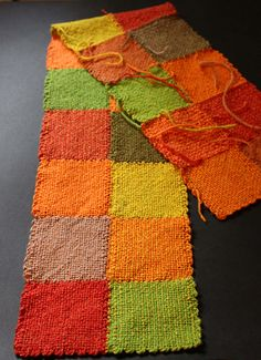 Ravelry: AngelaTong's Fall Cowl, pin loom squares woven together in a beautiful fall palette! Weaving Loom Diy, Pin Weaving, Weaving Art, Knifty Knitter, Loom Knitting, Knitting Stitches, Potholder Loom, Loom Board, Circular Loom