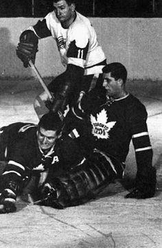 Cesare Maniago Hockey Shot, Hockey Goalie, Hockey Games, Ice Hockey, Nhl, Minnesota North Stars, Maple Leafs Hockey, Hockey Pictures, Goalie Mask