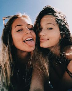 Photography Ideas: Beach Pics With Friends - Creative Maxx Ideas - Bff Pictures - Photos Bff, Best Friend Pictures, Beach Photos, Bff Pics, Cute Bestfriend Pictures, Cute Friend Photos, Summer Photos, Friend Picture Poses, Sister Beach Pictures