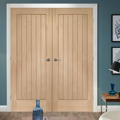 The Suffolk interior oak door pairs are engineered and faced with an American White Oak real wood veneer routered to give a vertical lined look. #internaloakfrenchdoor #americanoakdoubledoors #internaloakfreedeliverydoors