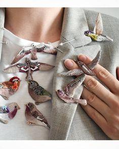 Пыльно-лиловый, дымчато-розовый - 12 новых птиц Ручная вышивка хлопком, шерстью, бисером, крепления с серебрением . Burnished lilac, dusty… Bead Embroidery Jewelry, Ribbon Embroidery, Beaded Embroidery, Cross Stitch Embroidery, Embroidery Patterns, Beaded Jewelry, Sewing Patterns, Beaded Brooch, Brooches Handmade