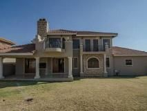 3 Bedroom Townhouse for sale in Ruimsig Country Estate, Krugersdorp R 1700000 Web Reference: P24-101299695 : Property24.com