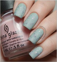 Glitter sandwich! Such an awesome idea! Finally a purpose for all those sheer pink polishes apart from *yawn* French nails. (: