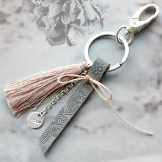 Use the Designer Quality metal keyrings to create a nice product. Mix the tassels with quote leather and macramé bead cord for a cool boho look. Enjoy creating and put trendy colours together for a unique jewellery design. Leather Accessories, Leather Jewelry, Leather Craft, Jewelry Accessories, Jewelry Design, Tassel Keychain, Diy Keychain, Leather Keychain, Keychains