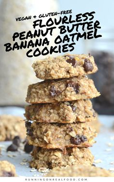 breakfast cookies These healthy, flourless peanut butter banana oatmeal cookies require just 3 ingredients! Add chocolate chips for a yummy treat! Vegan and gluten-free. Peanut Butter Banana Cookies, Banana Oatmeal Cookies, Peanut Butter Oatmeal, Flourless Oatmeal Cookies, Banana Chocolate Chip Cookies, Vegan Baking Recipes, Healthy Baking, Gourmet Recipes, Dessert Recipes