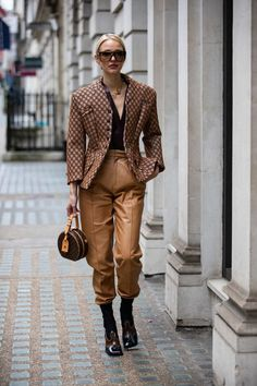 The Best Street Style Looks From London Fashion Week Fall 2019 - Fashionista London Fashion Weeks, Paris Fashion, High Fashion, Tokyo Fashion, Fashion Edgy, Style Fashion, Fall Fashion Week, Autumn Fashion Casual, Casual Fall