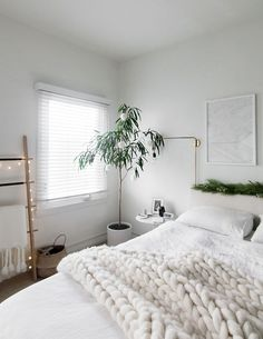 CHRISTMAS IN THE BEDROOM VOL. 3 - Homey Oh My #bedroominspo