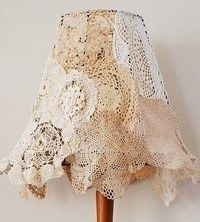 vintage doily lampshade - EASY DIY tutorial, love this look for shabby chic! (maybe embellish with a small cluster of tiny pink roses?) Put lace inside stained glass lamp? Doilies Crafts, Lace Doilies, Shabby Chic Homes, Shabby Chic Decor, Shabby Chic Lamp Shades, Doily Lamp, Lace Lampshade, Crochet Lampshade, Ideas Prácticas