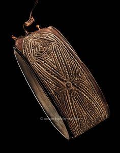 Ceinture d'écorce, Mélanésie, Elema, PNG, golfe de Papouasie   Arts de Nouvelle-Guinée - Les Musées Barbier-Mueller