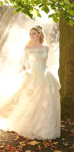 White wedding dress. Brides think of finding the most appropriate wedding, however for this they need the ideal bridal wear, with the bridesmaid's outfits enhancing the wedding brides dress. Here are a number of suggestions on wedding dresses.