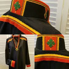 Bilderesultat for lyngenkofte Lappland, Native Style, Handicraft, Vikings, Projects To Try, Folk Clothing, Culture, Embroidery, Instagram