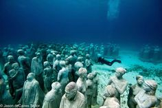 Underwater Museum in Cancun, Mexico . Underwater Sculptures by Jason deCaires Taylor    http://video.staged.com/310705/underwater_museum_in_cancun_mexico