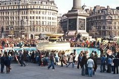 the year that David Rostance took some of these fascinating photographs, is probably best remembered for the extraordinary heat wave and its accompanying drought. Trafalgar Square, Vintage London, Old London, London Street, London Life, London Paddington Station, Life In The 70s, Nostalgic Images, Britain Uk
