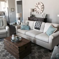 Love the setup of this living room. Beautiful accent pieces and the coffee table is amazing