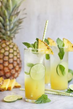 mint drink Pronounced kipe-a-renya (bonus points if you can roll your r!), a pineapple mint caipirinha is the national drink of Brazil. Best Nutrition Food, Nutrition Plans, Nutrition Products, Health Diet, Health And Nutrition, Pineapple Diet, Best Blenders, Yummy Smoothies, Stop Eating