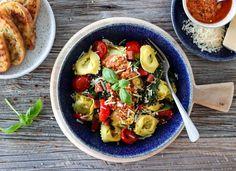 TORTELLONI MED CHORIZO OG PAPRIKAPESTO Parmesan, Chorizo, Ricotta, Pasta Salad, Pesto, Cravings, Recipies, Chicken, Ethnic Recipes
