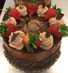 Delicous Desserts, Delicious Cake Recipes, Yummy Cakes, Dessert Recipes, Cake Decorating For Beginners, Cake Decorating Tips, Fruit Birthday Cake, Candy Drinks, Sweet 16 Cakes