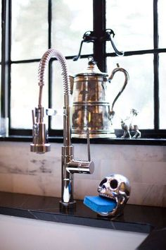 sink and sponge holder (HomeGoods) via Houzz Art Et Design, Skull Design, Sponge Holder, Goth Home, Skull Decor, Gothic House, Gothic Castle, Gothic Home Decor, Home And Deco