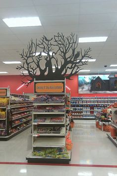 Clik-Clik is a tool that can easily install signs at the end cap in retail stores Signage Display, Retail Signage, Store Signage, Merchandising Displays, Store Displays, Diy Laden, Halloween School Treats, Cardboard Display, Diy Store