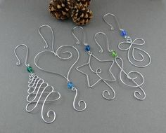 FIVE Beaded Christmas Ornament Hooks – Wire Ornament Hangers with Beads for Unique Christmas Ornaments – Wire Christmas Tree Decorations Aufhören Sie, Büroklammern, the ornamente [. Christmas Tree Ornament Hooks, Wire Ornaments, Unique Christmas Trees, Heart Ornament, Christmas Tree Decorations, Diy Christmas Ornaments, Angel Ornaments, Holiday Tree, Handmade Christmas