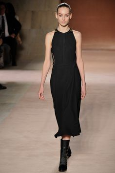 Pin for Later: 29 Times Victoria Beckham Completely Crushed It in Her Own Designs Victoria Beckham Fashion Designer, Victoria Fashion, Victoria Beckham Style, Body Hugging Dress, Copenhagen Fashion Week, Dress Out, Celebrity Style, Fashion Outfits, How To Wear
