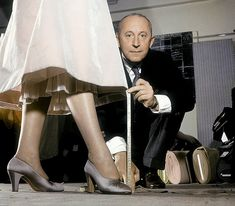 * Christian Dior dans son atelier, 1953 - photo Willy Rizzo