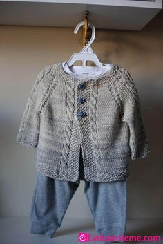 Ravelry: Vintage Cardigan pattern by Helen Rose - tejidos - Sweaters Baby Knitting Patterns, Baby Boy Knitting, Knitting For Kids, Baby Patterns, Free Knitting, Baby Knits, Knitting Ideas, Cardigan Bebe, Cardigan Pattern