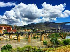 My view from Vila Galé Hotel to Douro River #douro #regua #lamego #vilagale #igersoftheday #picoftheday #travelphotography #ricaviagem #viagens #viajecomigo #landscapephotography #landscape_captures #landscape #ilovedouro #portugalalive #PortugalOnTheRise #portugalalive #p3top #fotododia #instago #portugaldenorteasul #viajantes #ig_today  #amar_portugal #douroriver #portugal_de_sonho by instarickygram