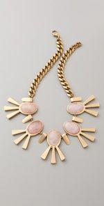 The statement necklace of spring