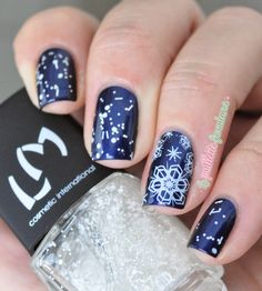 Let it Snow! ~ base polish a-England 'Queen of Scots' with white glitter topper LM Cosmetic Protec'vernis 'Flocons'  and Bundle Monster snowflake stamp in white on ring finger ~ by La Paillette Frondeuse