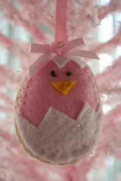 So sweet!     Felt Easter Egg ornament by ellabellasmommy2004