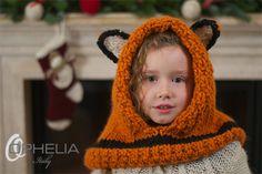Oggi vi proponiamo un caldo e simpatico cappuccio realizzato a ferri.. un ottima idea regalo che piacerà sicuramente hai vostri bambini...