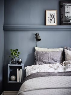 Blue Scandinavian bedroom with modern interior – … - Home Decoration Blue Bedroom, Modern Bedroom, Master Bedrooms, Living Room Decor, Bedroom Decor, Bedroom Ideas, Bedroom Signs, Decorating Bedrooms, Scandinavian Bedroom