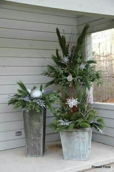 Home Decor Flower on Home Decor Arrangements Home Decorating With Flowers Christmas (planters for front porch landscaping ideas) Christmas Urns, Outdoor Christmas Decorations, Country Christmas, Winter Christmas, Christmas Home, Christmas Crafts, Holiday Decor, Christmas Flowers, Outdoor Christmas Planters