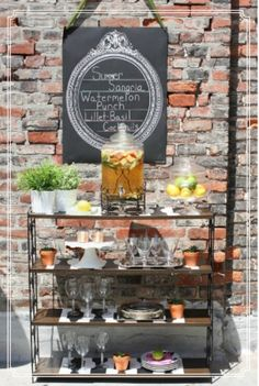 I love this look for an outdoor summer party - late afternoon/weekend..... tasty summery cocktails....