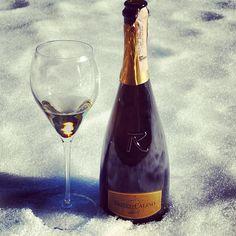"""Voglia di Franciacorta? #franciacorta #franciacortabrut #brut #vino #wine #neve #snow #inverno #winter #bicchiere #glass #bottiglia #bottle #freddo #cold #lombardia #italia #italy #oro #gold #sole #sun #instawine #instapic #instaitalia #instagramitalia #winelovers #lovewine"""""""