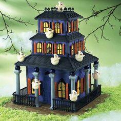 Halloween Halloween Gingerbread House, Bolo Halloween, Postres Halloween, Halloween Wedding Cakes, Dessert Halloween, Image Halloween, Theme Halloween, Holidays Halloween, Halloween Treats