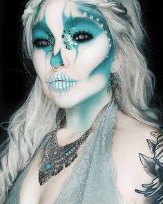 10 Spooky Makeup Looks for the Halloween Fanatic Halloween Kostüm, Halloween Face Makeup, Halloween Costumes, Halloween Tutorial, Halloween Skeletons, Vintage Halloween, Horror Make-up, Monster Makeup, Wet N Wild Beauty
